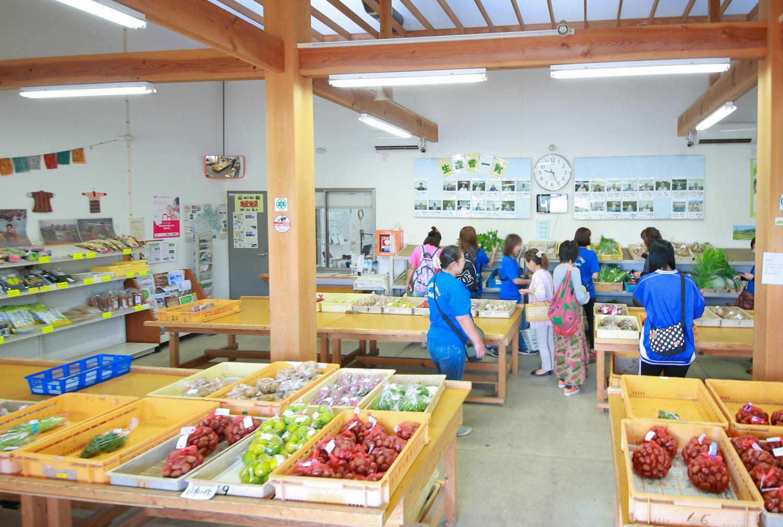 直売所「四季の里」に並ぶ野菜